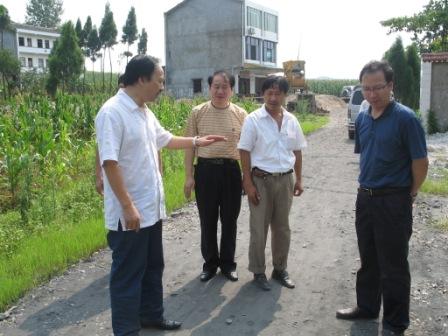 蔡大明在望江乡梅乐村检查指导农村公