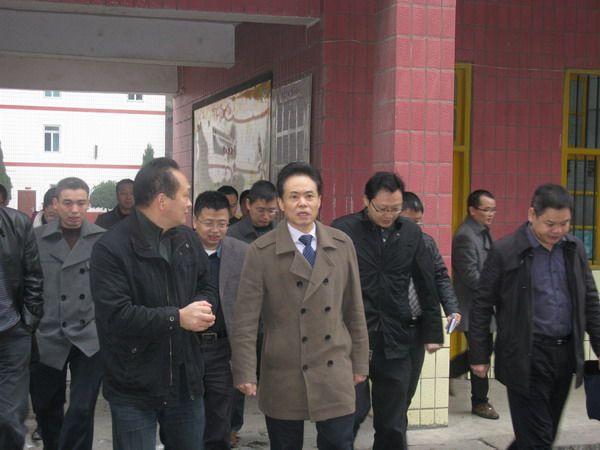 市政府副市长吴应刚到卷硐乡中心学校检查食品卫生