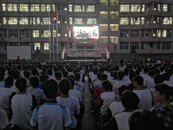 jbo竞博下载苹果版第二中学组织观看爱国主义电影庆祝祖…