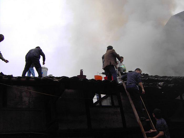 三板乡干部群众团结一心众志成城灭火救灾-四川省渠县
